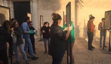 Els veïns de Son Sardina, on s'exhibeix l'obra, van netejar les fotografies després de l'atac vandàlic.