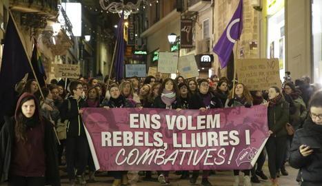 """""""Ni una menys"""" exigeixen les dones en el Dia contra la violència masclista"""