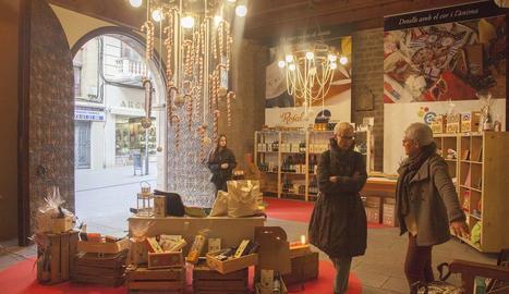 La botiga de Nadal d'Alba al Palau dels Marquesos, oberta.