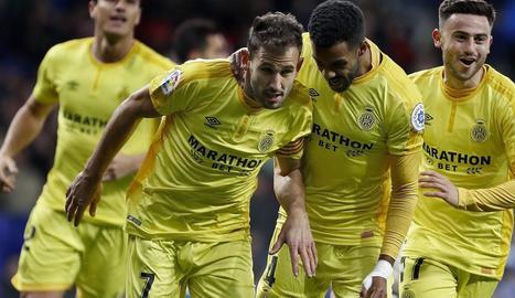 Stuani celebra amb els companys el segon gol contra l'Espanyol, ahir a l'RCDE Stadium.