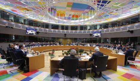 Imatge del Consell Europeu celebrat ahir a Brussel·les amb representants de vint-i-vuit països.