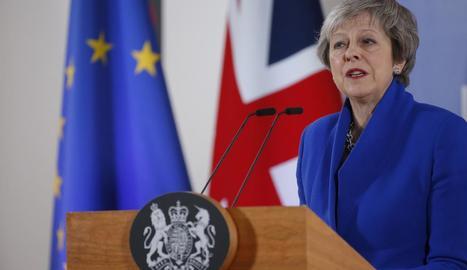 La primera ministra britànica, Theresa May, ahir a Brussel·les.