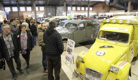 Un dels vehicles de la marca Citroën, que compleix 70 anys, exposats al recinte firal.
