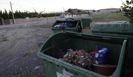 Queixes a la partida Tabac d'Alguire per escombraries en contenidors