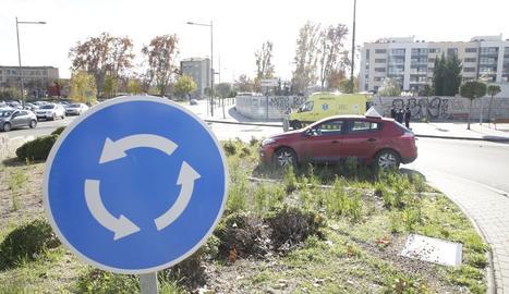 Accident d'un cotxe d'autoescola a Lleida