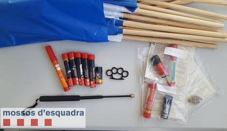 Una de les imatges que van fer públiques ahir els Mossos amb material confiscat.