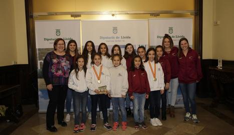 El Club Gimnàstic Lleida ofereix les medalles a la Diputació