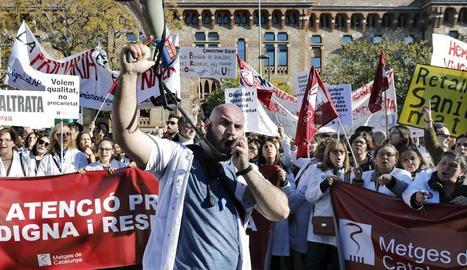 Facultatius del CAP Primer de Maig en serveis mínims van donar suport a la vaga.