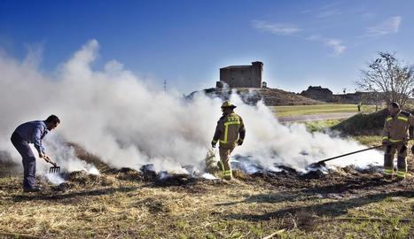 Crema la palla d'un camió a prop de l'Aranyó, a la Segarra