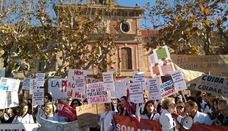 Un moment de la protesta davant del Parlament.