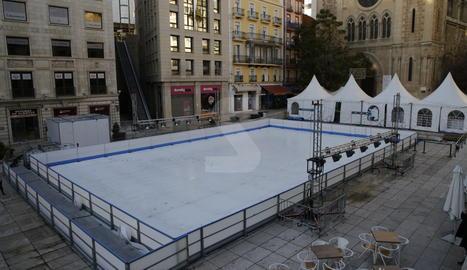 Instal·lada la pista de gel de Lleida