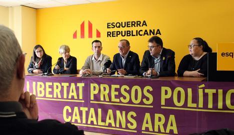 Els participants a l'acte de la firma de l'acord.