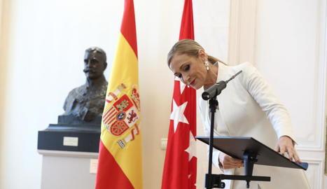Imatge de l'expresidenta de la Comunitat de Madrid Cristina Cifuentes, anunciant la seua dimissió.