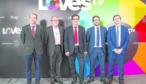Representants dels grups de comunicació, units en LovesTV.