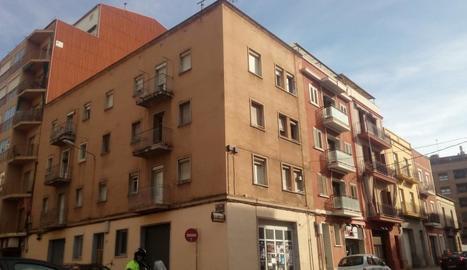 Imatge de l'edifici, al carrer Ramon Llull.