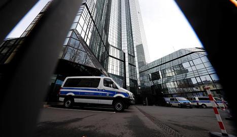 La Policia també va escorcollar la seu central del Deutsche Bank.