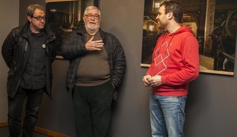 El director dels museus de Tàrrega, Jaume Espinagosa; Llorenç Melgosa, i el regidor Raül Palacios.