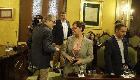 Larrosa saluda la portaveu de Ciutadans, Ángeles Ribes.