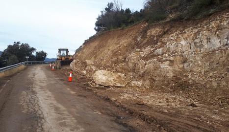 Les obres que porta a terme la Diputació en un tram de 800 metres de l'accés a Llimiana.