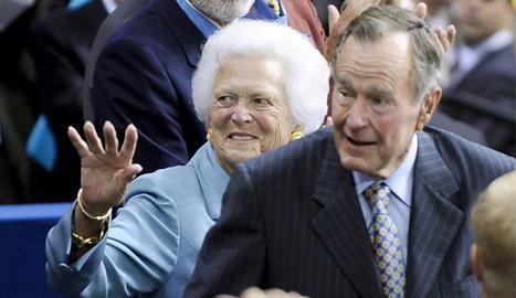 Imatge de George H. W. Bush amb la seua esposa, morta a l'abril.