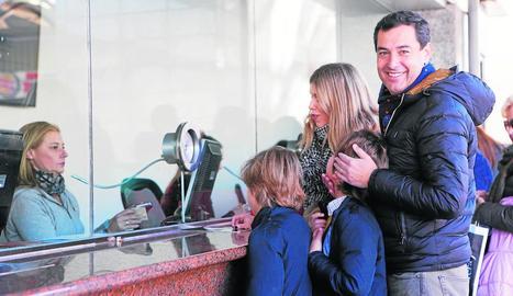 La candidata socialista Susana Díaz, amb la seua família.