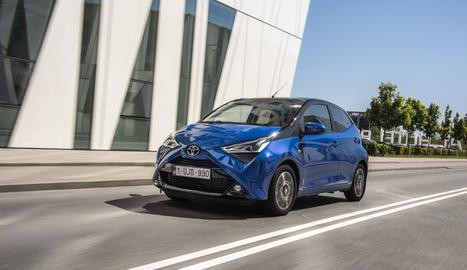 Toyota Espanya llança el Aygo x-clusiv,  que es distingeix pel seu exclusiu color de carrosseria i abundant equipament.