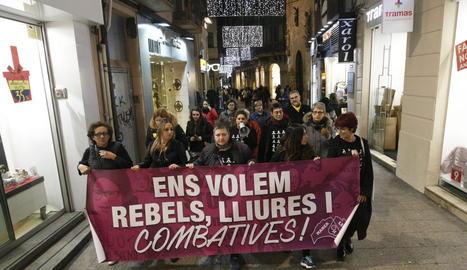 La Marea Lila es manifesta a l'Eix contra la violència masclista