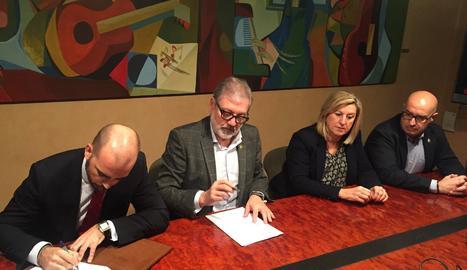 Larrosa ha signat el conveni