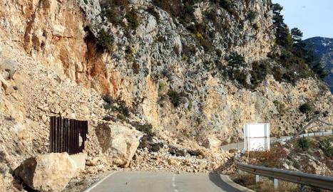 La marxa lenta de camions de tornada a Lleida i retencions a la calçada en sentit contrari.