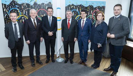 Rosa Maria Perelló, ahir al costat de la resta de presidents provincials i Thomas Bach a la seu del COI.