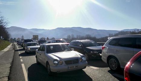 Imatge de les cues quilomètriques per entrar a Andorra, de fins a nou i deu quilòmetres.