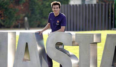 Riqui Puig va posar ahir a la Masia del FC Barcelona després del seu gran partit de dimecres a la Copa.