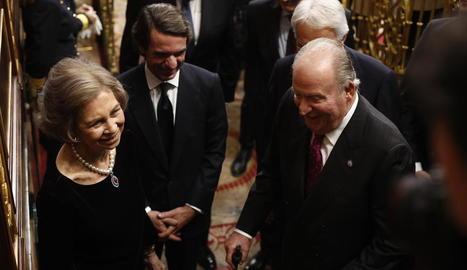 Felip VI, ovacionat per Letícia i Elionor, al terme del discurs d'ahir al Congrés.