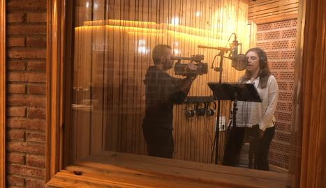Els professionals de Lleida Televisió han passat pels micròfons de Bossa Records per contribuir al que ha estat un projecte d'equip