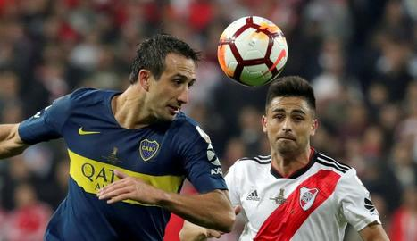 Jugadors i tècnics del River Plate celebren aixecant la Copa la conquesta del títol que els acredita com a campions de Sud-amèrica.