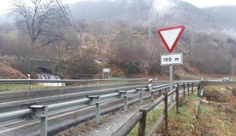 El pont de l'N-230 a la sortida de Vielha a la Val d'Aran.