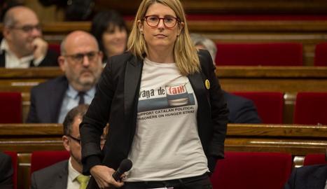 Diputats com la consellera Artadi van portar samarretes en suport als presos en vaga de fam.