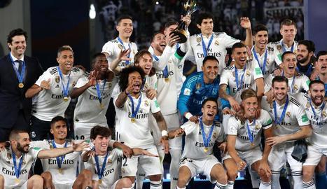 L'esquadra del Reial Madrid celebra el Mundial de Clubs conquerit ahir a Abu Dhabi.