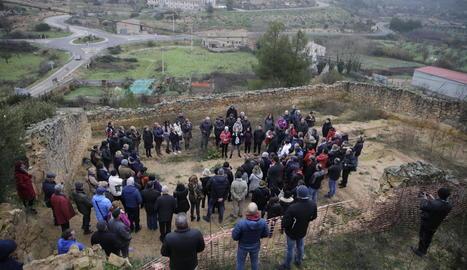 Visita ahir a la fossa comuna del Soleràs, a l'antic cementiri, exhumada al març.
