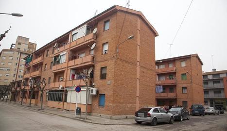 Les dos vivendes per a casos d'emergència social formen part dels Habitatges de la Plana.