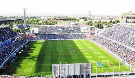 El Camp d'Esports continua lluint amb tota l'esplendor i és un dels millors estadis espanyols.