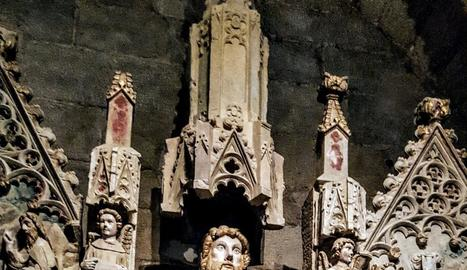 de pedra picada. La pedra forma part del caràcter de Torrebesses. Xemeneies cilíndriques antibruixes i, a la dreta, un dels retaules romànics més destacats de l'anomenada Escola de Lleida.