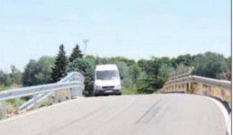 Imatge del pont d'accés a Raimat, propietat de la CHE.
