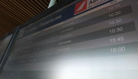 La previsió de boira a Alguaire torna a desviar els vols del Regne Unit a Reus