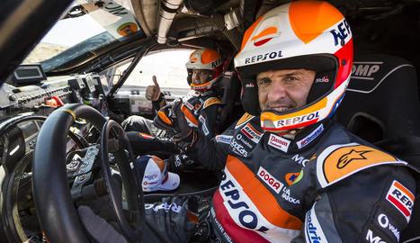 Isidre Esteve, al cotxe amb el seu copilot Txema Villalobos.
