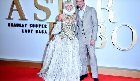Lady Gaga i Bradley Cooper, protagonistes de la cinta 'Ha nacido una estrella'.