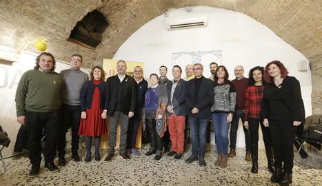 Foto de família de l'esmorzar d'ERC de Lleida amb els periodistes.