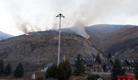 Una imatge de l'incendi a Arties