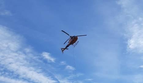Els treballs han requerit l'ajuda d'un helicòpter.