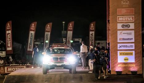 Isidre Esteve, en el moment de prendre la sortida de la primera etapa del Dakar.